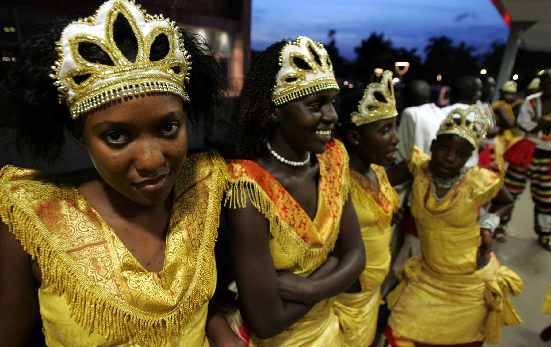 damas-de-honor-en-boda-kampala-uganda-getty